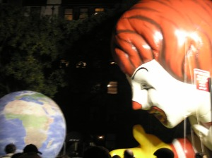 Ronald Eyes The Word - Macy's Parade Eve - Thanksgiving 2007